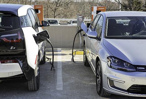 Немецкие автопроизводители откроют в 2015 году 100 совместных станций зарядки