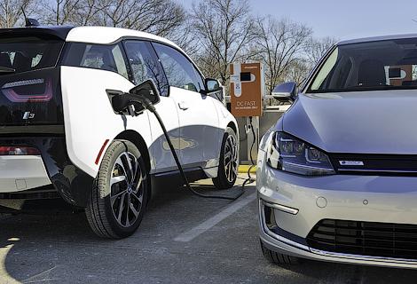 Немецкие автопроизводители откроют в 2015 году 100 совместных станций зарядки. Фото 1