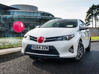 Toyota соберет 1,5 миллиона долларов продажей «красных носов»