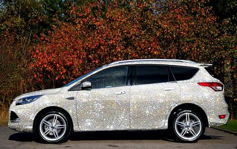 Автосалон назвал покрытие машины хорошей защитой от царапин