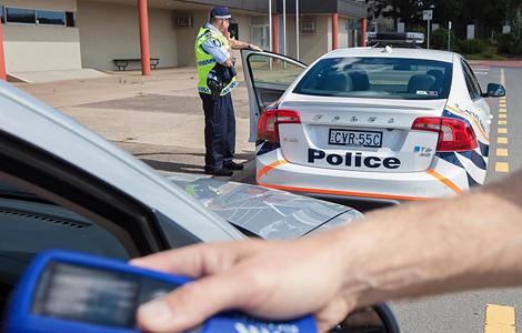 Местные полицейские оценили седан S60 Polestar. Фото 1