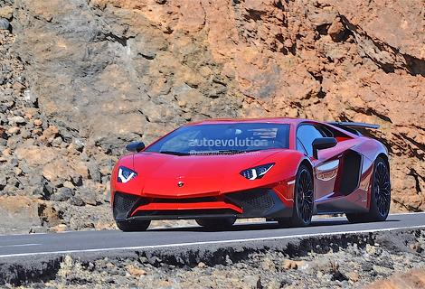 Появились первые снимки 750-сильного купе Aventador SuperVeloce. Фото 1