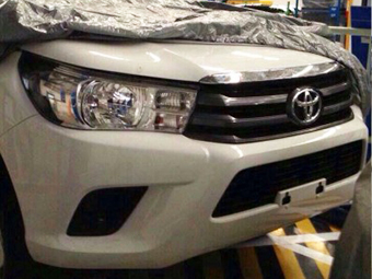 В Сеть попали фотографии Toyota Hilux нового поколения