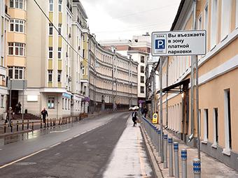 Платные парковки принесли Москве два миллиарда рублей за год