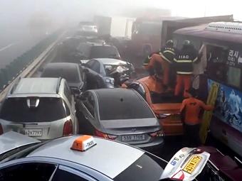 В Южной Корее столкнулись 100 машин