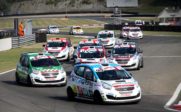 Десять обычных машин, выступающих в гонках. Фото 3