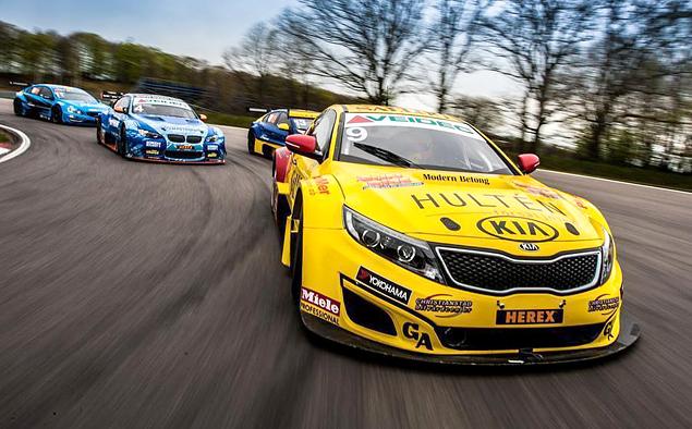 Десять обычных машин, выступающих в гонках. Фото 11