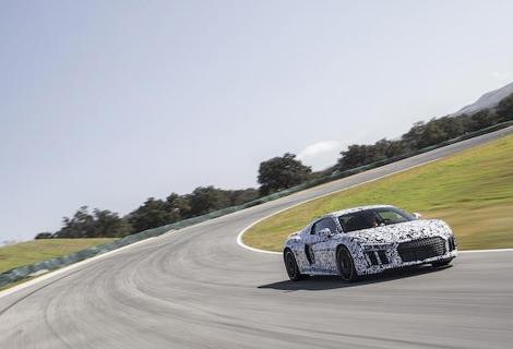 Суперкар лишился мотора V8, но стал легче, мощнее и быстрее. Фото 5