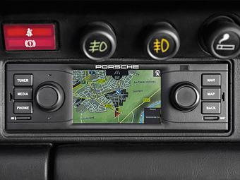Классические Porsche предложили оснастить сенсорным экраном