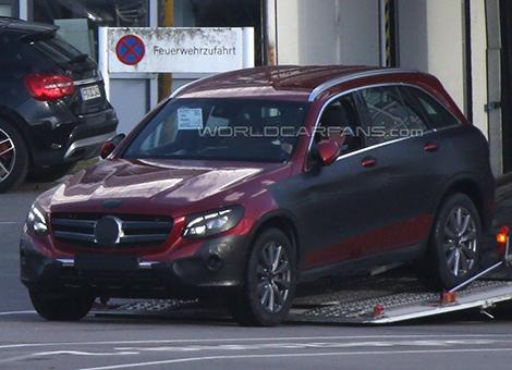 В Сети показали интерьер кроссовера Mercedes-Benz GLC. Фото 1