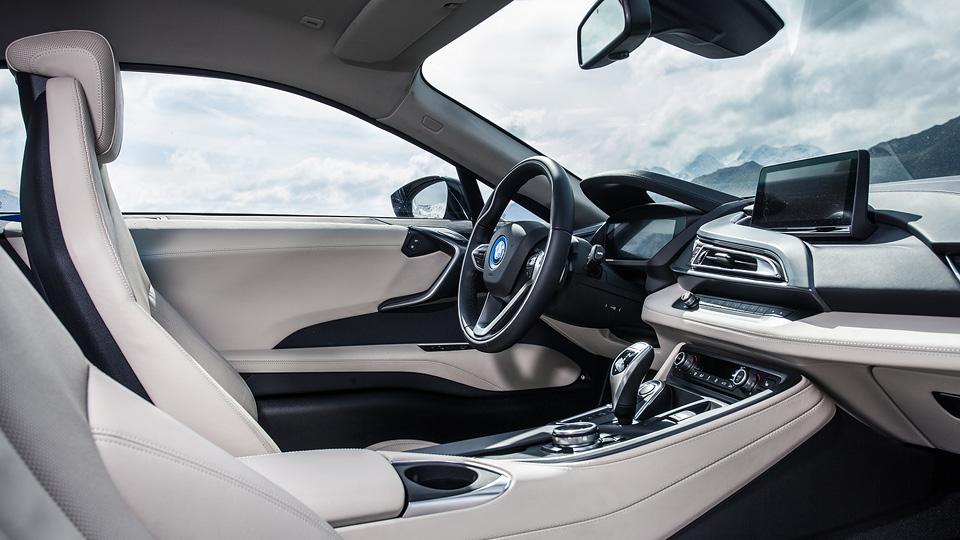 Супертест двух «восьмерок» BMW, как выбор между ностальгией о прошлом и мечтами о будущем. Фото 5