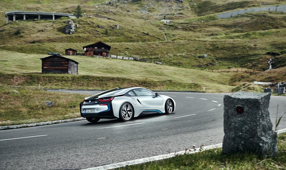 Супертест двух «восьмерок» BMW, как выбор между ностальгией о прошлом и мечтами о будущем. Фото 30