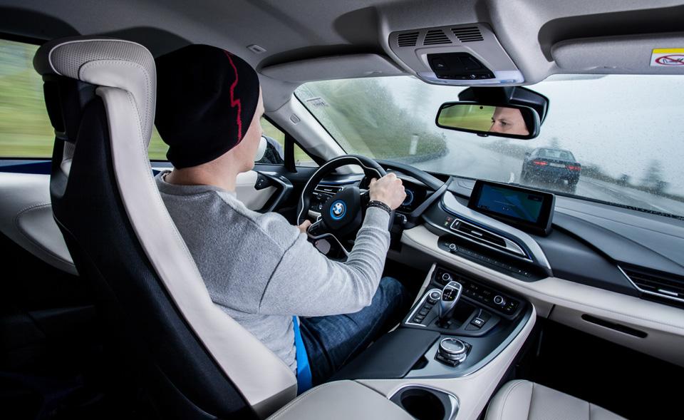 Супертест двух «восьмерок» BMW, как выбор между ностальгией о прошлом и мечтами о будущем. Фото 31