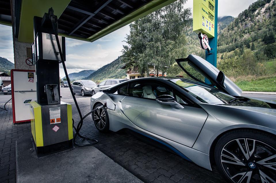 Супертест двух «восьмерок» BMW, как выбор между ностальгией о прошлом и мечтами о будущем. Фото 38