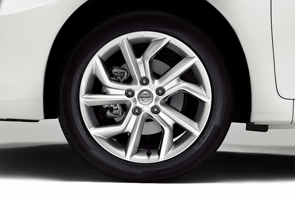 Представлен переименованный в Tiida хэтчбек Nissan Pulsar. Фото 2