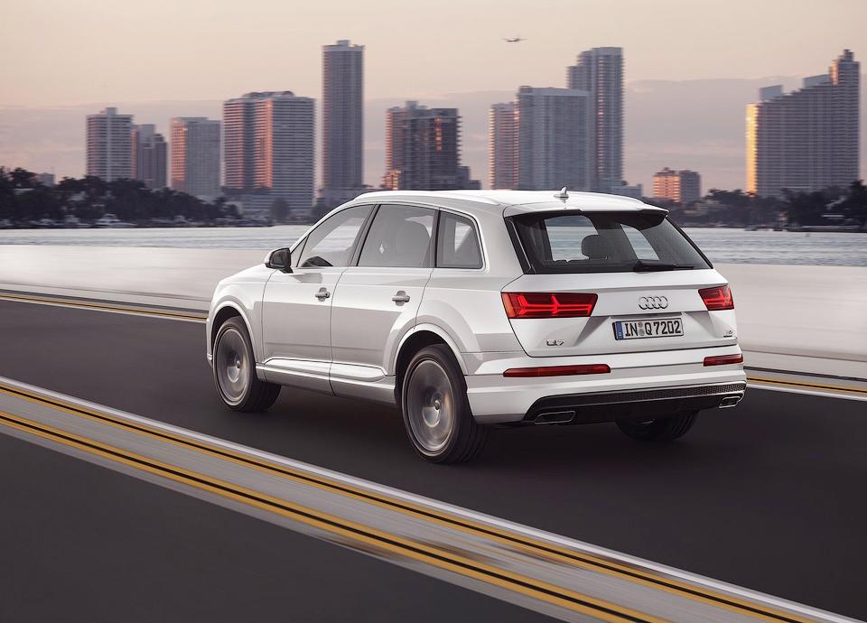 Внедорожник будет доступен с трехлитровыми бензиновым и дизельным моторами