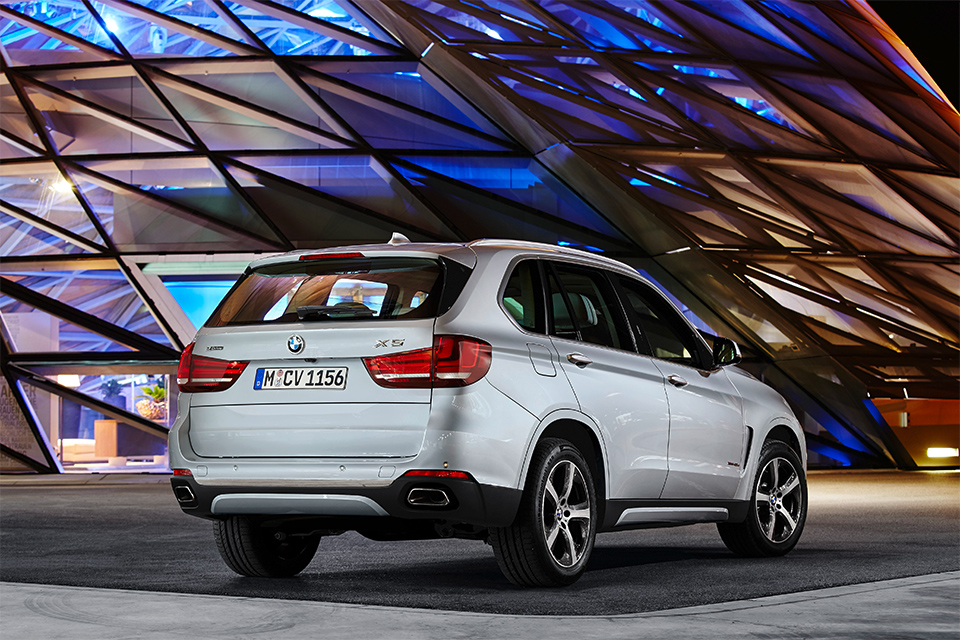 BMW X5 xDrive40e сможет проехать на электротяге 31 километр