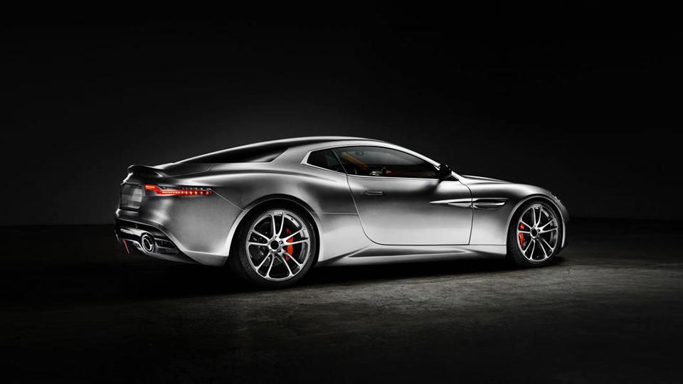 Купе Aston Martin V12 Vanquish оснастили изогнутым дисплеем мультимедийной системы
