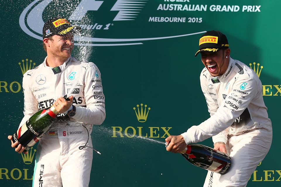 Mercedes AMG в доминирующем стиле  выиграла Гран-при Австралии. Фото 3