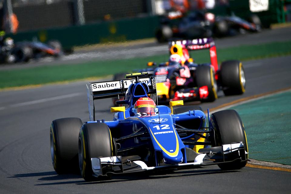 Mercedes AMG в доминирующем стиле  выиграла Гран-при Австралии. Фото 5