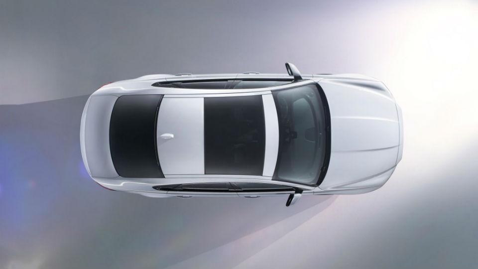 Jaguar показал первые изображения нового XF