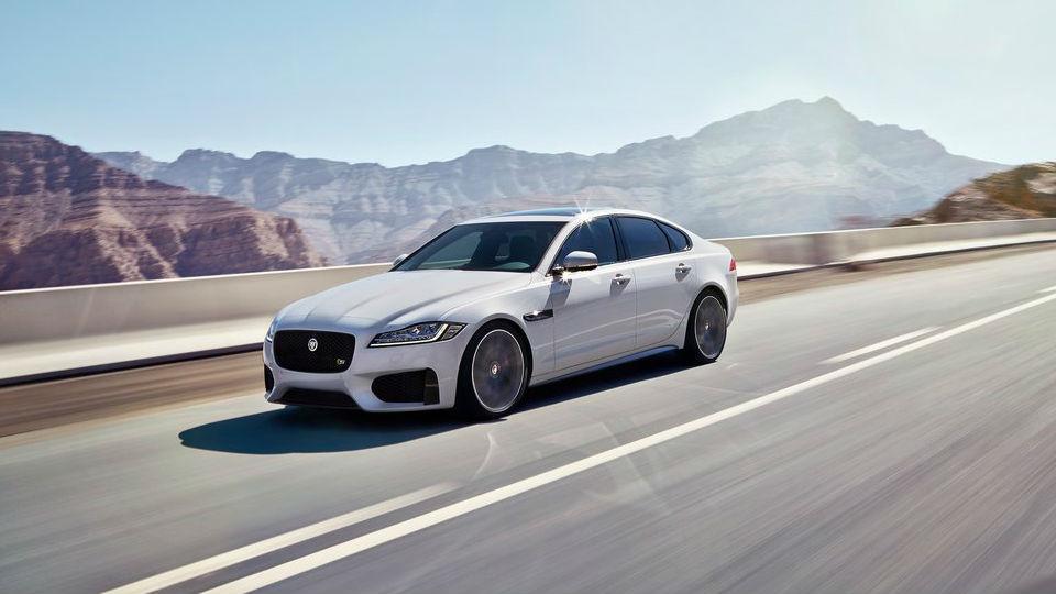 Jaguar представил седан XF нового поколения