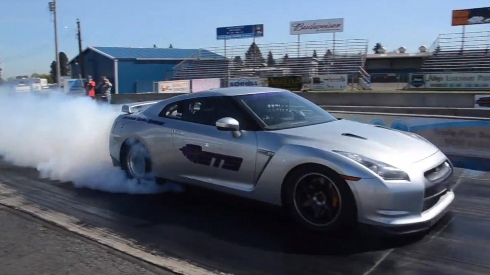 Суперкар Nissan GT-R установил рекорд по дрэг-рейсингу