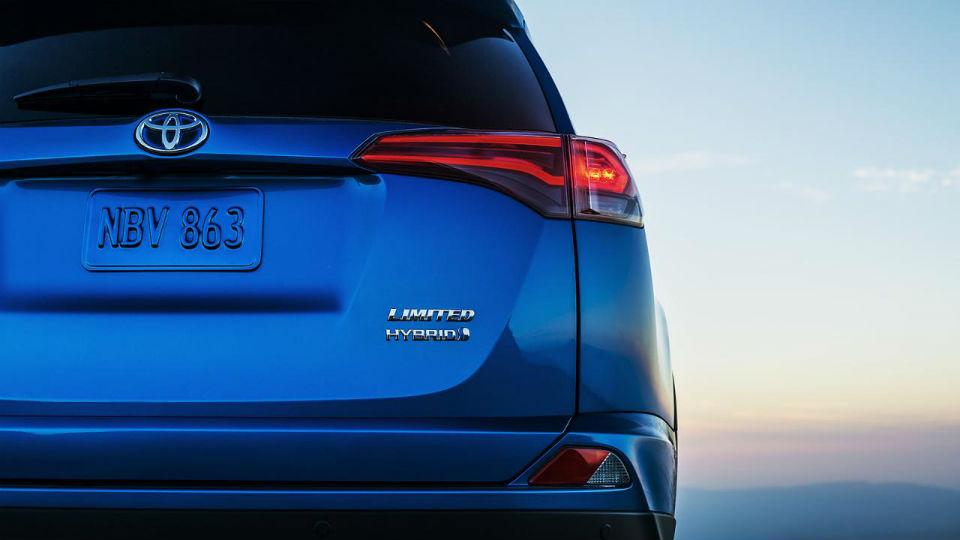 Кроссовер Toyota RAV4 станет гибридом