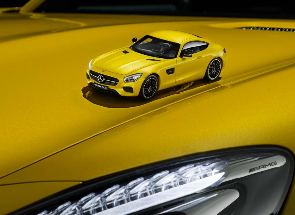 Немцы выпустили масштабные модели купе Mercedes-AMG GT