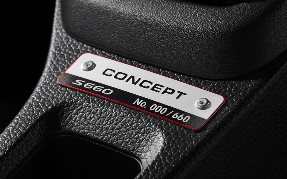 Японская марка официально представила модель S660. Фото 1