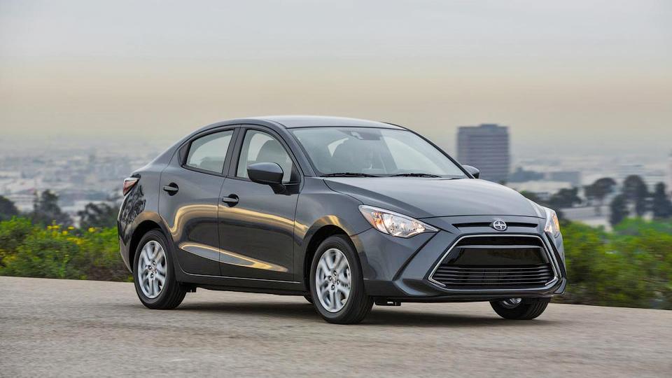 Toyota будет продавать перелицованную Mazda2 под маркой Scion