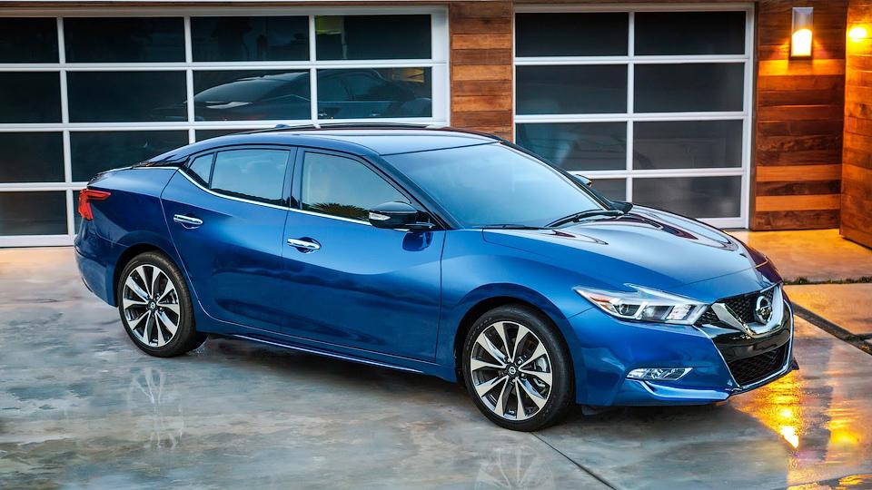 Nissan добавил в свою линейку «четырехдверный спорткар»
