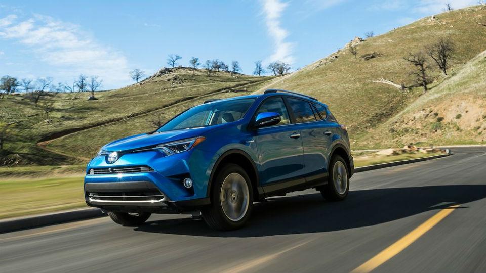 Кроссовер Toyota RAV4 стал гибридом
