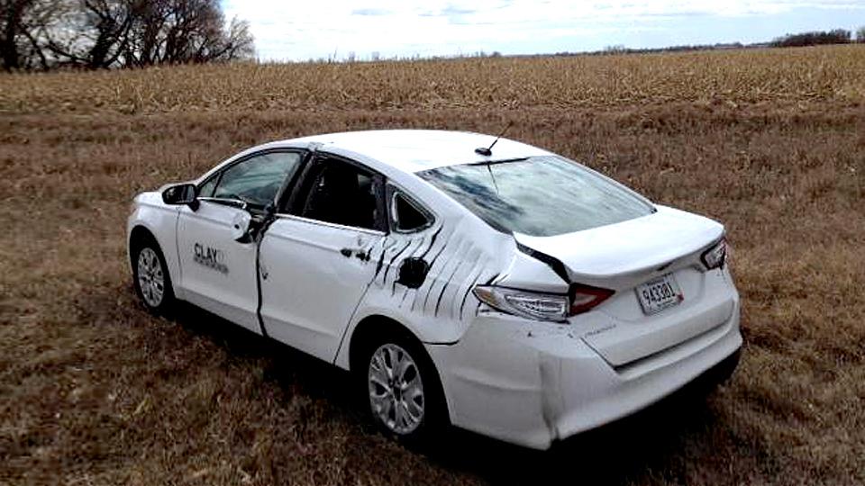 На американском шоссе самолет столкнулся с «Фордом»