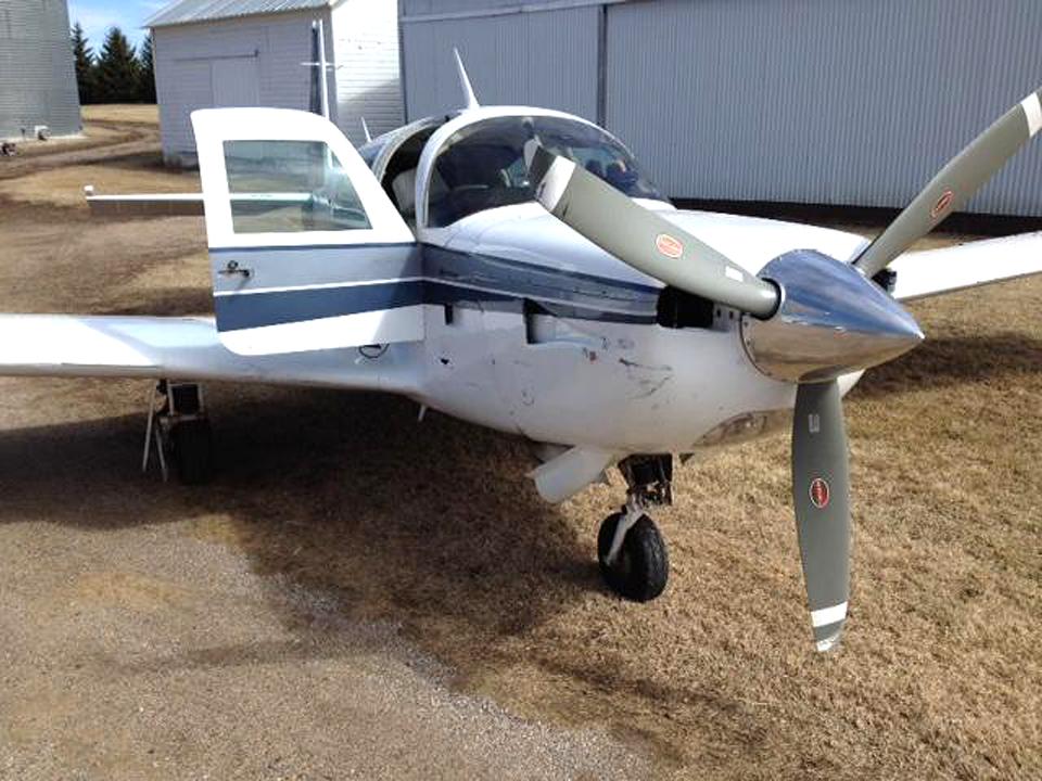 Легкомоторный самолет задел пропеллером седан Fusion