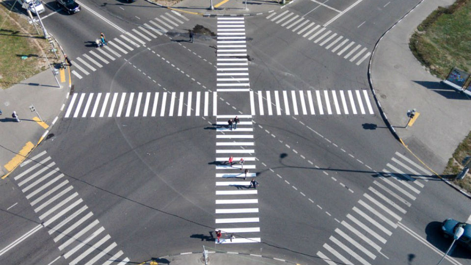 Медведев ввел новые дорожные знаки и разметку