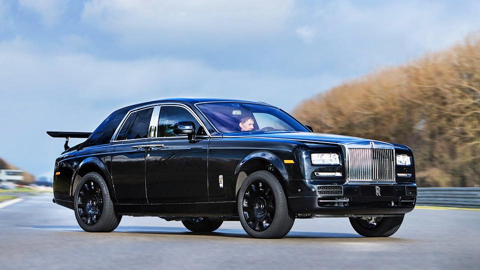 Rolls-Royce показал первый прототип внедорожника