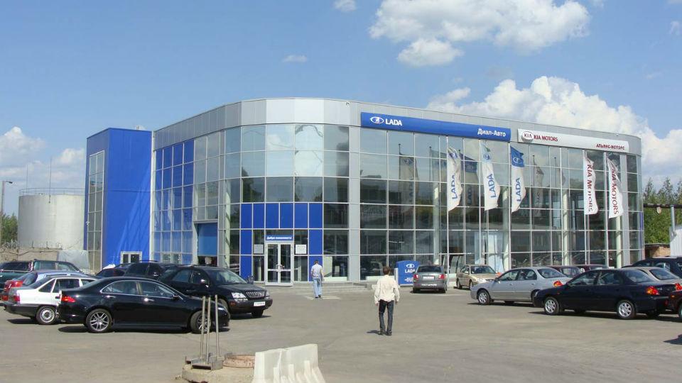 Продажи автомобилей в России рухнули на 42 процента