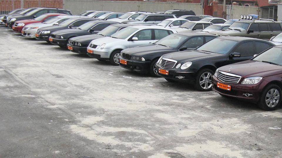 Рынок подержанных автомобилей в РФ упал на четверть