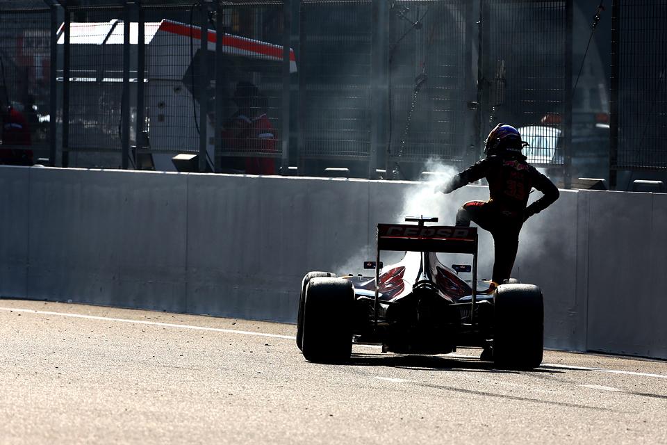 Льюис Хэмилтон «без остановок» и без проблем выиграл Гран-при Китая. Фото 5