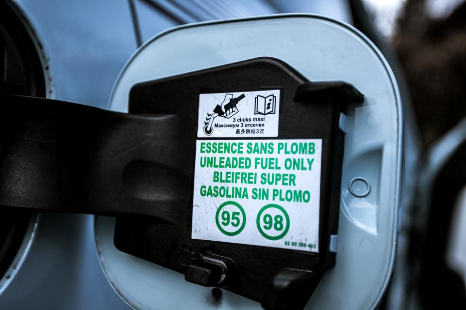 Малолитражка для парижанки с мотором в багажнике. Фото 5