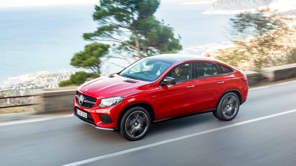 «Мерседес» назвал российскую стоимость конкурента BMW X6
