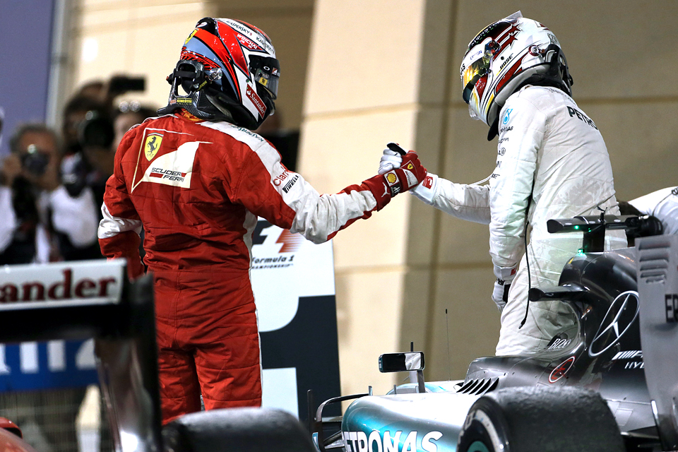 Льюис Хэмилтон без борьбы выиграл Гран-при Бахрейна. Фото 3