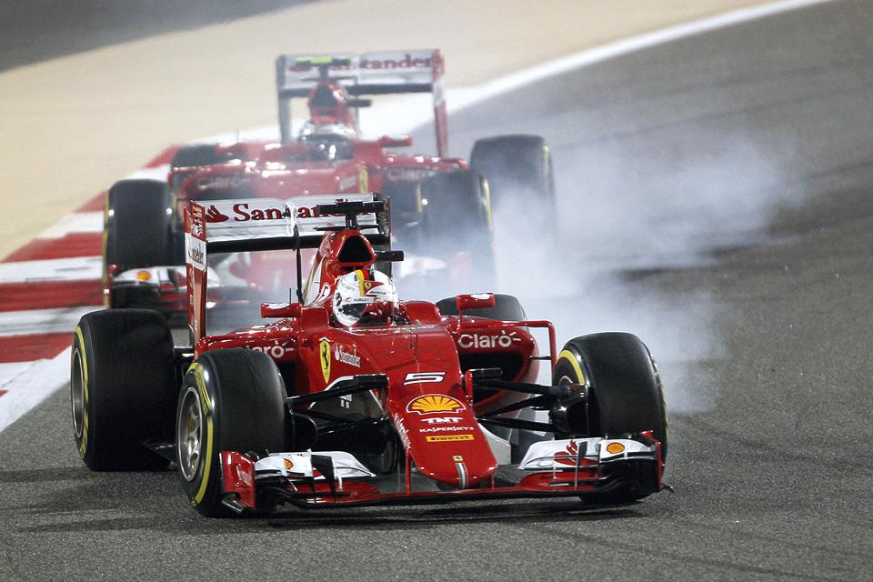 Льюис Хэмилтон без борьбы выиграл Гран-при Бахрейна. Фото 4