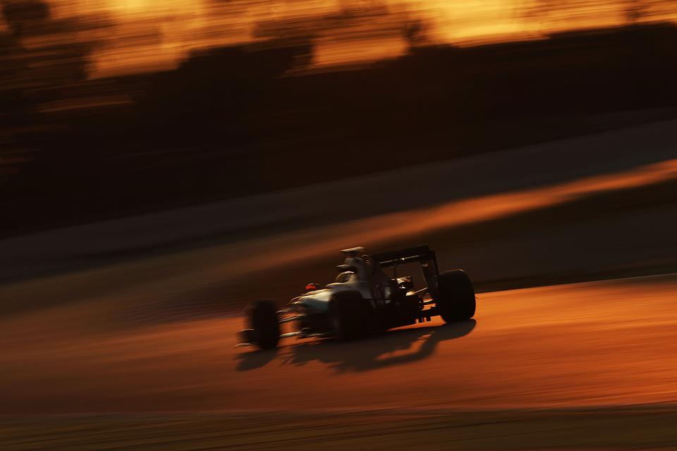 Льюис Хэмилтон без борьбы выиграл Гран-при Бахрейна. Фото 9