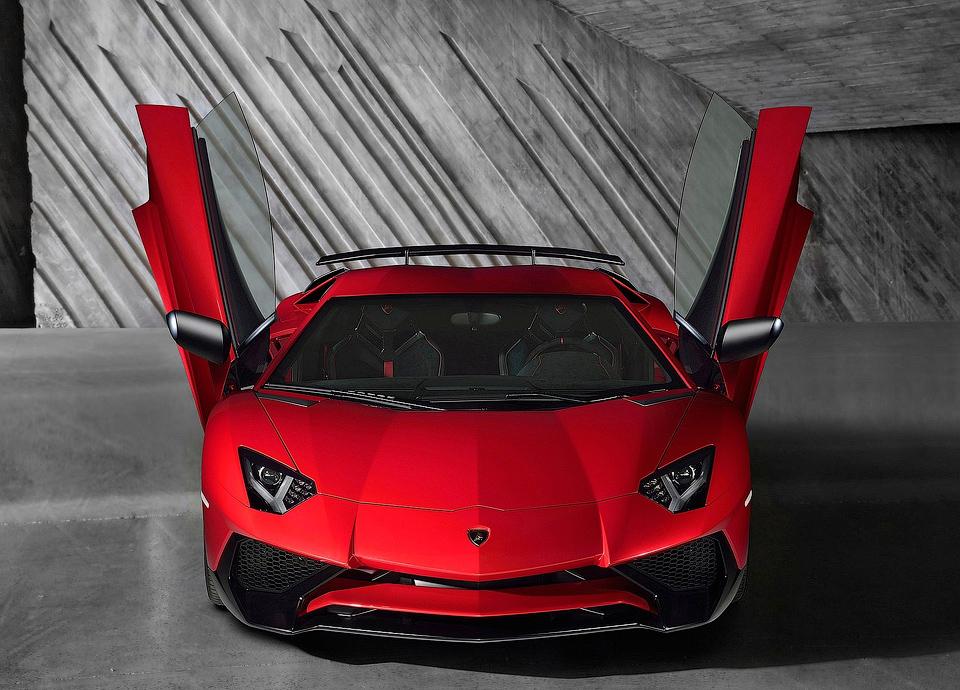 Глава Lamborghini сообщил о планах выпуска модификации Aventador SV