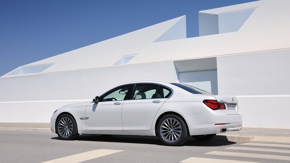 Китаянка расплатилась за «семерку» BMW центнером мелких купюр