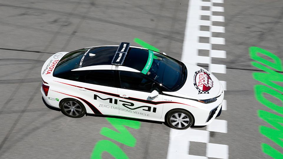 Пейс-каром гонки NASCAR стала водородная «Тойота»