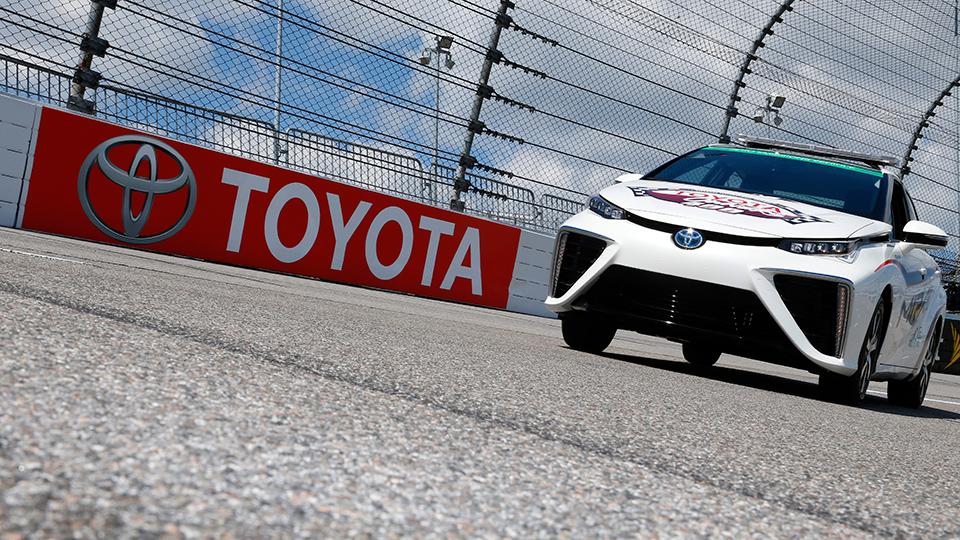 Toyota Mirai станет машиной безопасности этапа Toyota Owner 400