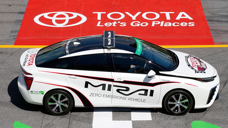 Toyota Mirai станет машиной безопасности этапа Toyota Owner 400. Фото 1
